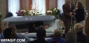 Enlace a Mientras tanto, en el funeral del abuelo...