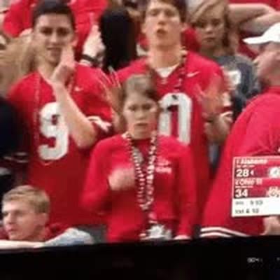 Enlace a Graban a esta chica del público sacando petróleo nasal y como no sabe qué hacer con lo obtenido...