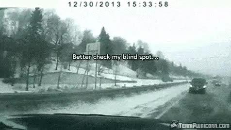 Enlace a La suerte de algunos conductores sobre carreteras heladas es increíble