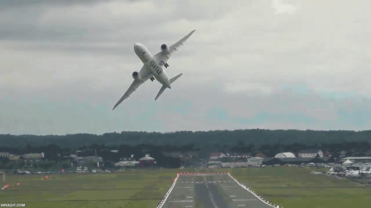 Enlace a Esto es lo que pasa cuando pones a un piloto de combate a hacer despegar un Boeing 787