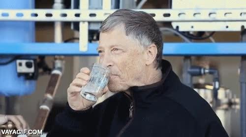 Enlace a Bill Gates bebiendo agua de un procesador de excrementos humanos