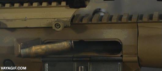 Enlace a La expulsión del cartucho de la bala de una metralleta a cámara lenta