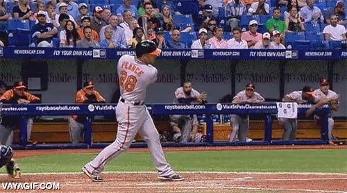 Enlace a En un partido de baseball, siempre presta atención hacia donde va la bola