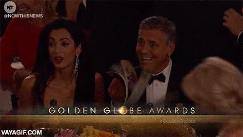 Enlace a George Clooney trolleando en plena ceremonia de los Globos de Oro