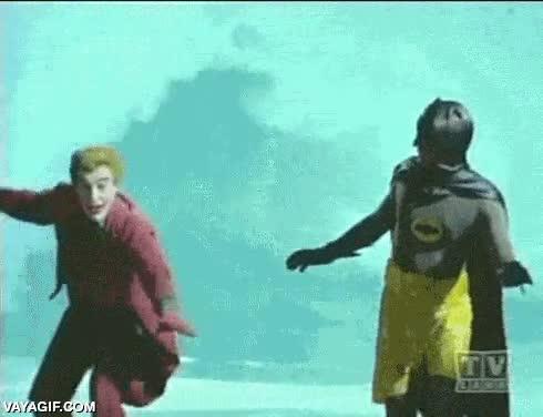 Enlace a Batman y El Joker picados hasta surfeando