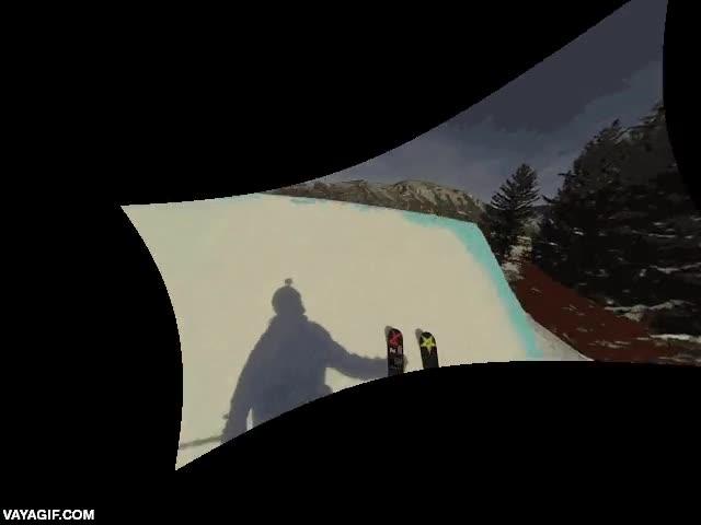Enlace a Un salto de esquí desde una rampa en vista subjetiva estabilizado