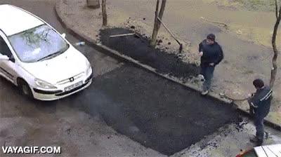 Enlace a A falta de apisonadora para asfaltar