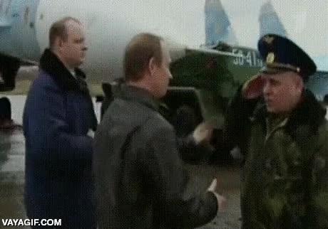 Enlace a A Putin no le dejas con la mano tendida para saludarlo por más militar que seas, ¿estamos?