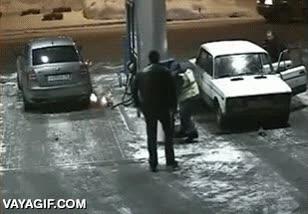 Enlace a Espero no tener que usar nunca el extintor de una gasolinera, no veas la que se lía