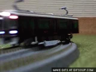 Enlace a Derrapar con el coche teledirigido es demasiado mainstream, yo lo hago con el tren