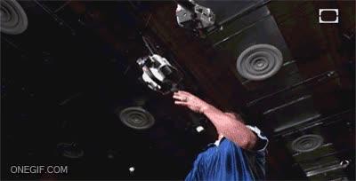 Enlace a Chuck Norris, el malabarista