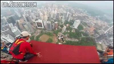 Enlace a Saltar al vacío desde un edificio haciendo la croqueta, ¡hecho!