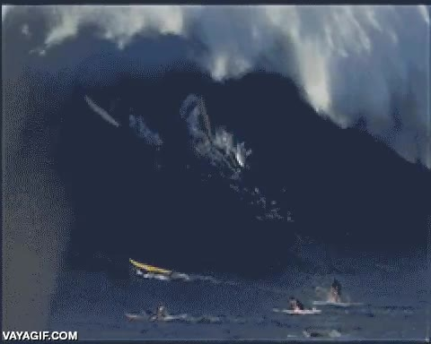 Enlace a Imagina la sensación de ser tragado por una ola de ese tamaño