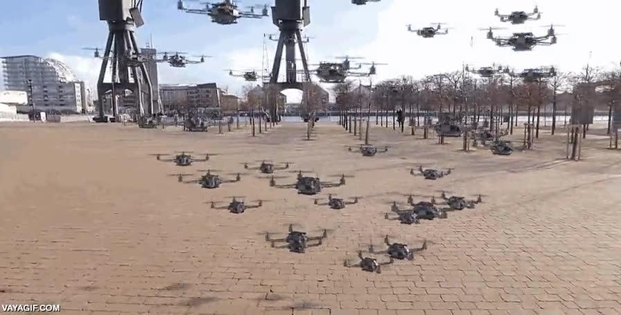 Enlace a 56 drones volando en formación controlados por un smartphone