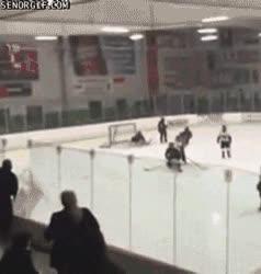 Enlace a Cuando Chuck Norris va a ver los partidos de hockey de su hijo