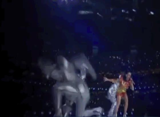 Enlace a Katy Perry llevando a hombre de hojalata ninjas a sus actuaciones
