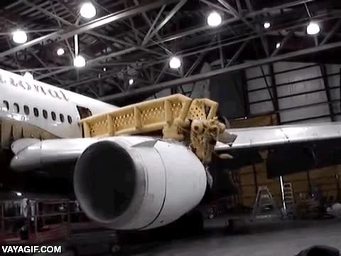 Enlace a Genial diseño del tobogán de emergencias de este avión