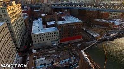 Enlace a Haciendo selfies desde un dron en una azotea de Brooklyn