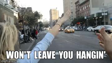 Enlace a No permitas nunca que una chica se quede con un high five a medias