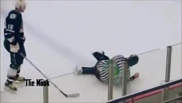 Enlace a A los árbitros también se les acaba la paciencia, sobre todo en el hockey sobre hielo