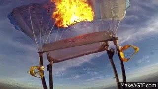 Enlace a La mejor manera de soltarse de un paracaídas en plena caída