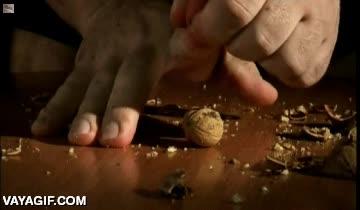 Enlace a No me gustaría recibir un guantazo de una mano capaz de partir una nuez con un solo dedo