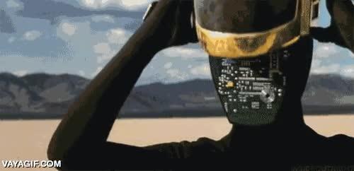 Enlace a Daft Punk: La realidad detrás del casco