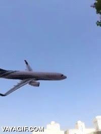 Enlace a Un accidente aéreo grabado por un videoaficionado más troll que otra cosa