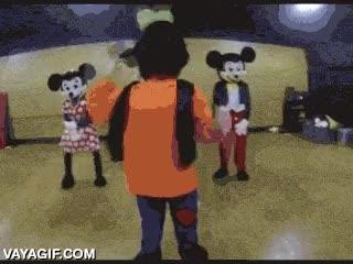 Enlace a Nooooo, Goofy, ¿qué haces? ¡Tu cuello!