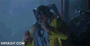 Enlace a Cuando te entra champú en los ojos mientras te duchas