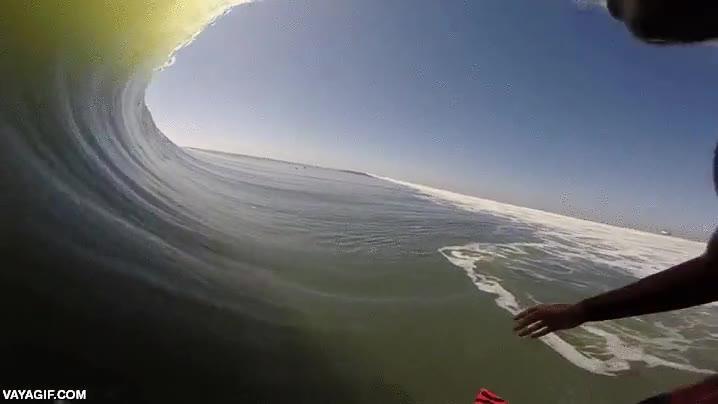 Enlace a Con esta vista subjetiva del surfista casi parece que puedas mojarte con el agua