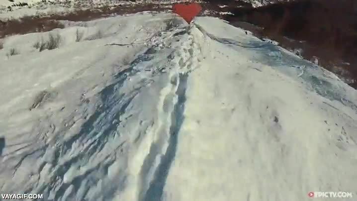 Enlace a Creo que a este piloto de wingsuit le han partido el corazón y ha decidido vengarse a su manera