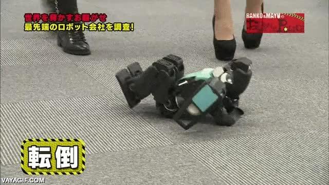 Enlace a El robot futbolista torpe pero orgulloso, que se cae pero no necesita tu ayuda