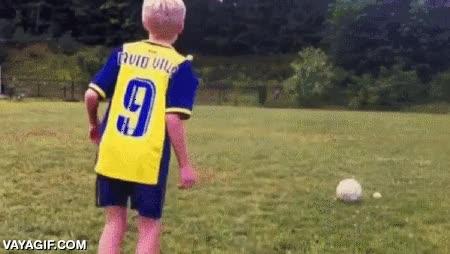 Enlace a Puedes tener puntería con el balón, pero no creo que tanta como este niño