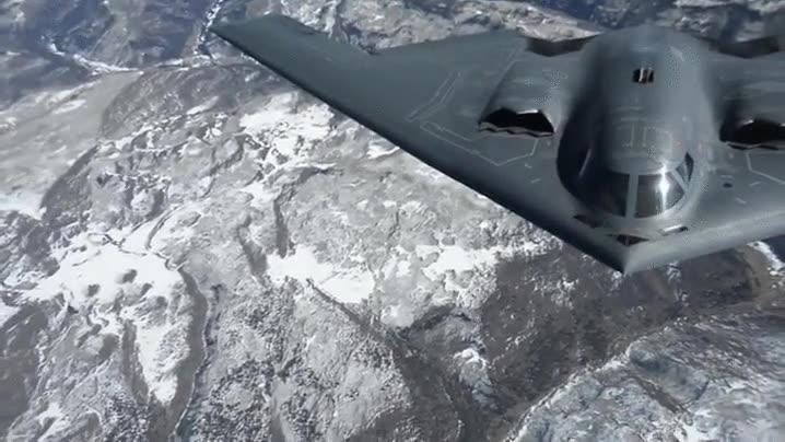 Enlace a Atención a cómo desaparece el depósito de este B-2 Spirit Bomber después de repostar en pleno vuelo