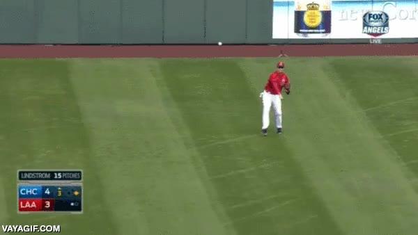 Enlace a Will Ferrell jugando un partido amistoso de baseball con Los Angeles Angels