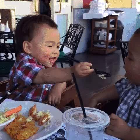 Enlace a Dos hermanos que no sé si podrían ser más monos entre ellos