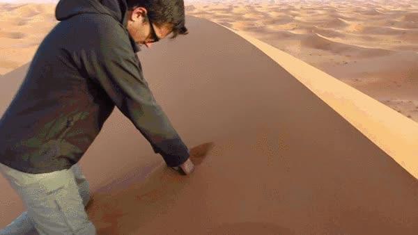 Enlace a El efecto en cadena que provoca mover un poco de arena en una duna del Sáhara