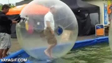 Enlace a Y pensabas que eso de las bolas de plástico sobre el agua era cosa de críos...