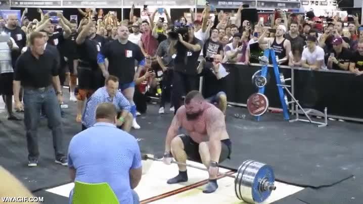 Enlace a Arnold Schwarzenegger dándolo todo ante el nuevo récord del mundo de levantamiento de peso, 462 kg.