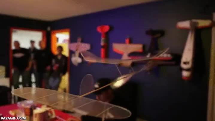 Enlace a Un avioncito de 3,1 gramos capaz de volar más lento que un hombre andando