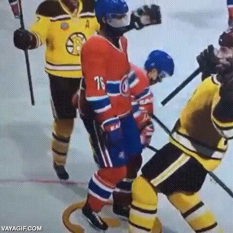 Enlace a No estoy muy seguro de si esto es un juego de hockey sobre hielo o de lucha libre