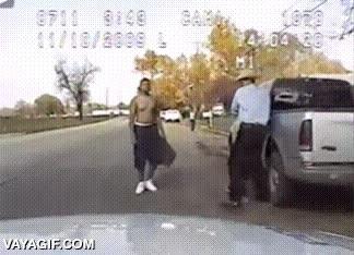 Enlace a ¿Brutalidad y abuso policial en Estados Unidos? Qué va, eso no pasa...