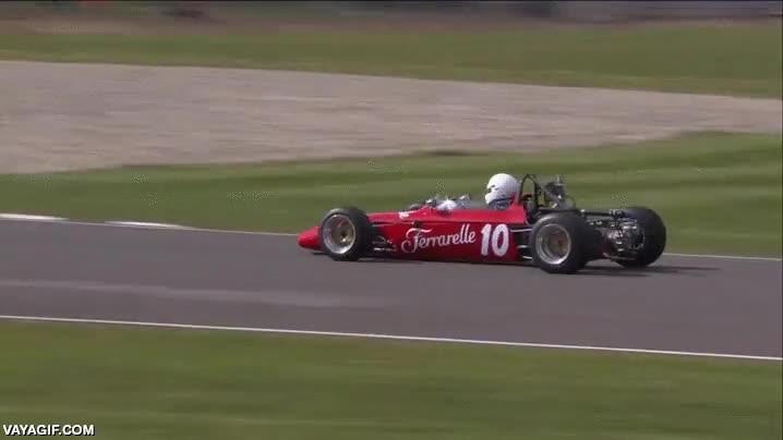 Enlace a Creo que este piloto ha jugado demasiado al Mario Kart