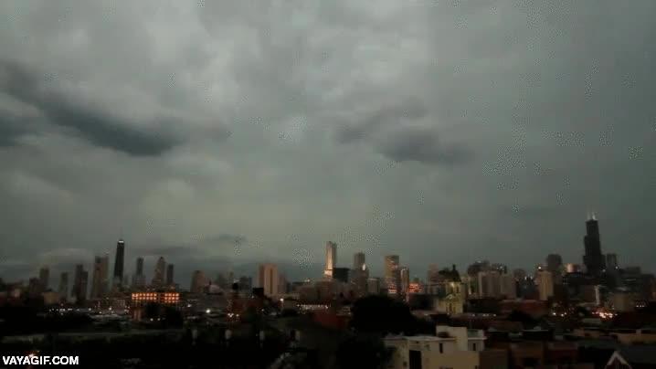 Enlace a Rayos impactando en los tres edificios más altos de Chicago al mismo tiempo