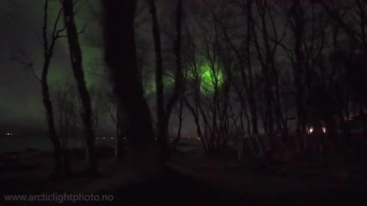 Enlace a El típico paseo nocturno por Noruega