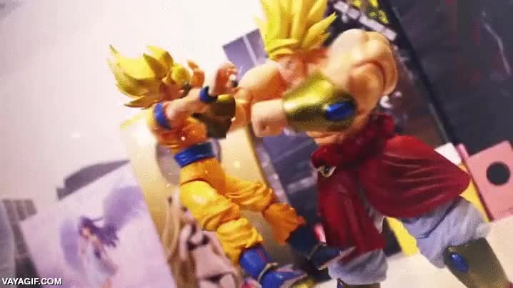 Enlace a Broly luchando contra Goku y su dueño