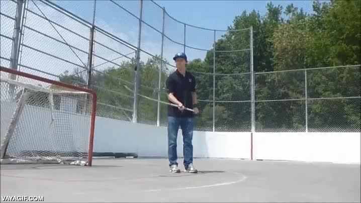 Enlace a El maestro del stick de hockey sobre hielo, menudos malabarismos