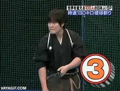 Enlace a Alguien debería decirle que al baseball se juega con un bate
