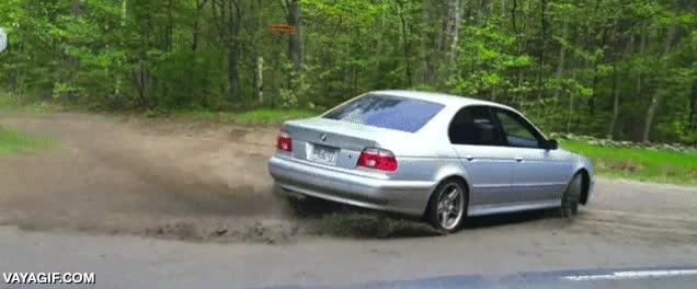 Enlace a ¡Ven, trae tu súper-cámara nueva de vídeo y grábame derrapando con mi coche! ¿Qué podría pasar?